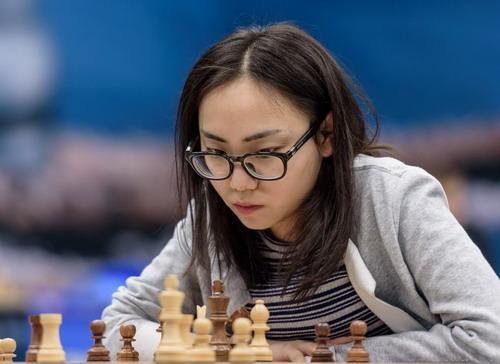Kỳ thủ hạng 18 nữ thế giới Lei Ting-jie