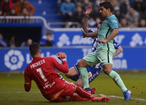 Luis Suarez lập cú đúp để dẫn đầu danh sách Vua phá lưới