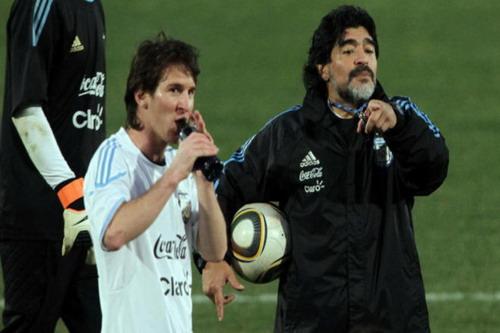 Maradona hết lời bênh vực đàn em Lionel Messi
