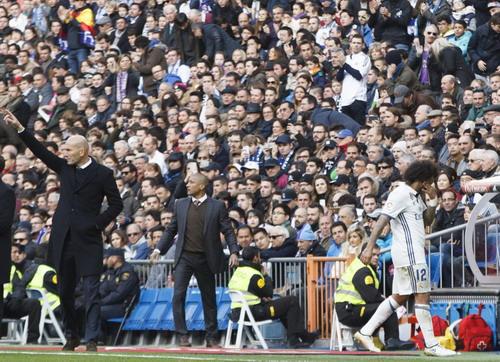 Marcelo chấn thương rời sân