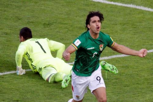 Martins Moreno ấn định chiến thắng 2-0 cho Bolivia