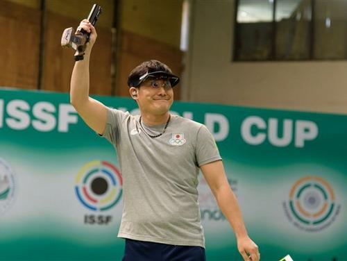 Matsuda Tomoyuki giành HCV, phá kỷ lục thế giới