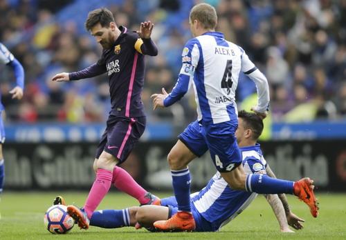 Messi bị vô hiệu hóa trước hàng thủ Deportivo