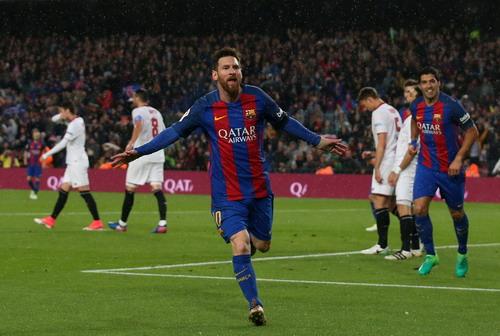 Messi lập cú đúp trong ngày trở lại