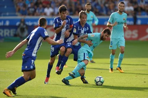 Hỏng phạt đền, lập cú đúp, Messi tỏa sáng với Barcelona - Ảnh 4.