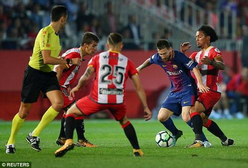 Hai pha đá phản, tân binh Girona thua sốc Barcelona - Ảnh 5.