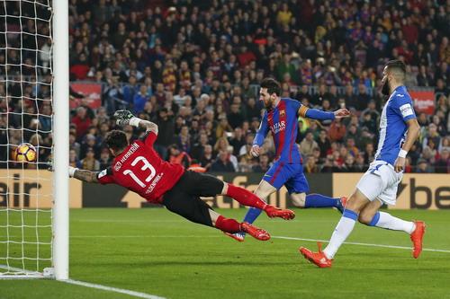 Messi mở tỉ số ở phút thứ 4