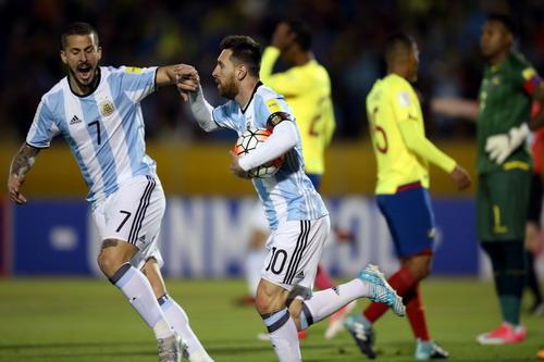 Lập hat-trick, Messi giành vé World Cup 2018 cho Argentina - Ảnh 5.