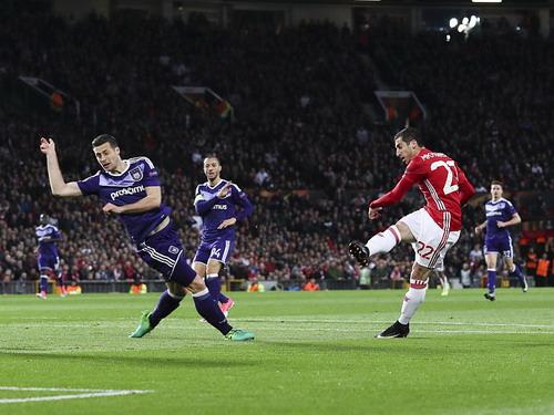 Mkhitaryan ghi bàn mở tỉ số cho chủ nhà Quỷ đỏ