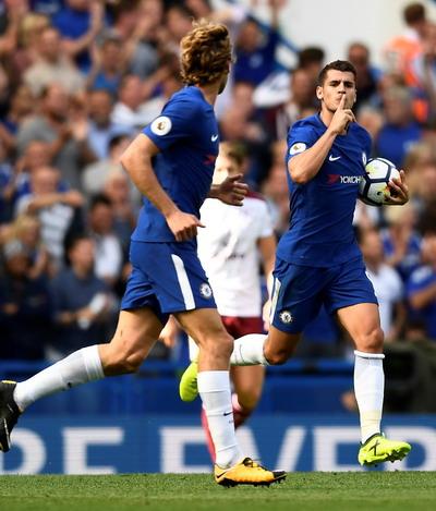 Nhận 2 thẻ đỏ, nhà vô địch Chelsea thua thảm sân nhà - Ảnh 4.