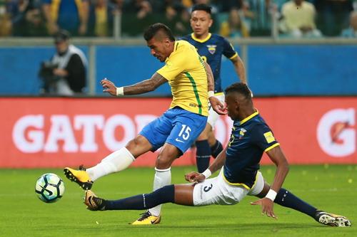 Coutinho tái xuất ấn tượng, Brazil lên ngôi số 1 Nam Mỹ - Ảnh 5.