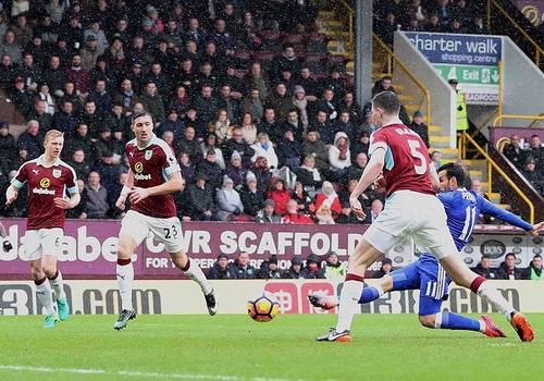 Pedro ghi bàn mở tỉ số ở phút thứ 7 cho Chelsea