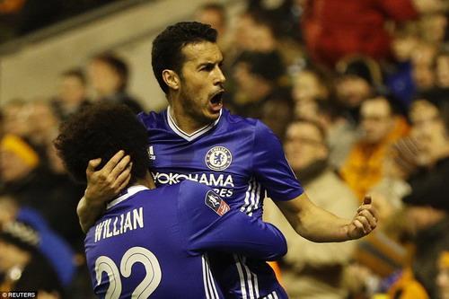 Pedro vui mừng sau bàn mở tỉ số