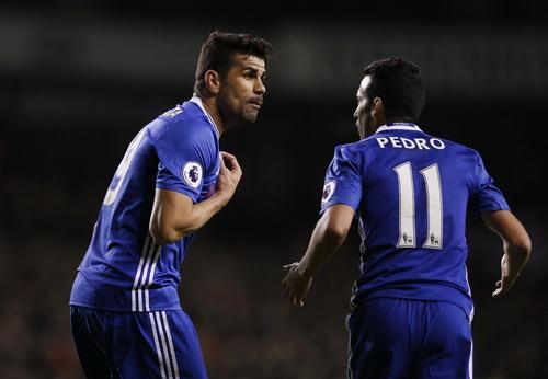 Pedro và Costa tranh cãi càng làm nỗi đau của Chelsea thêm dài