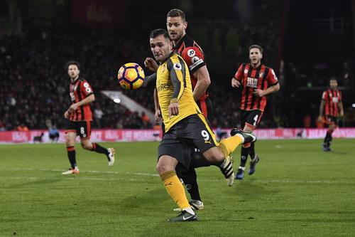 Lucas Perez gỡ 2-3 cho Arsenal