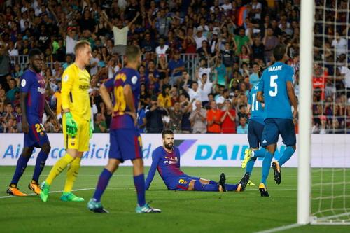 Ronaldo tỏa sáng, Barcelona thua tan tác siêu kinh điển - Ảnh 2.
