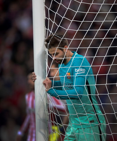 Hình ảnh này liên tục được lặp lại với Pique và Barcelona