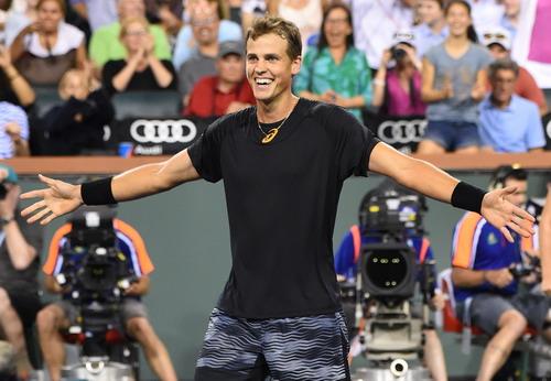 Vasek Pospisil đánh bại tay vợt số 1 thế giới Andy Murray