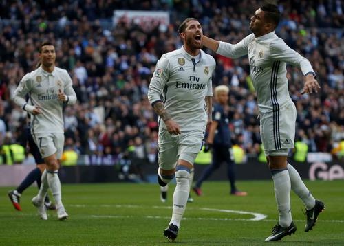 Ramos vui mừng sau bàn mở tỉ số