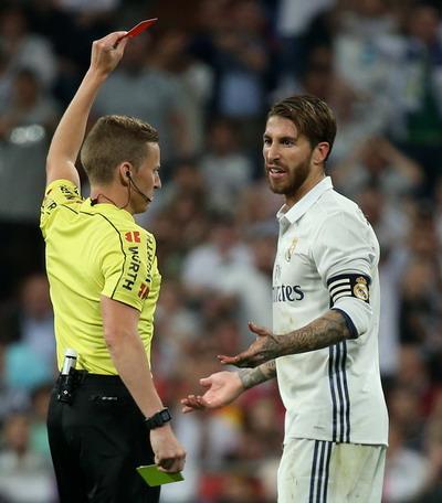 Thẻ đỏ của Ramos tạo bước ngoặt quan trọng cả trận đấu