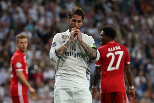Sergio Ramos có pha đá phản, giúp Bayern cân bằng tỉ số