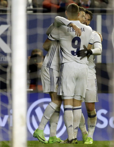 Benzema kiến tạo cho Ronaldo ghi bàn mở tỉ số