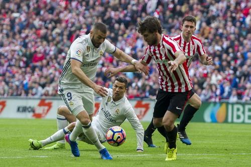 Ronaldo lại có một trận đấu đầy thất vọng và bị thay ra sớm