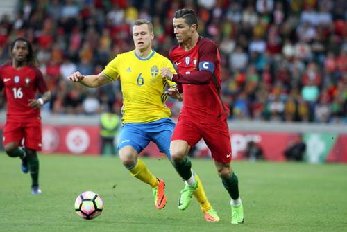 Ronaldo mở tỉ số, Bồ Đào Nha dẫn 2-0 ở hiệp 1