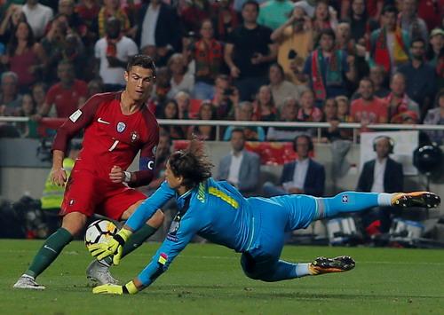 Ngược dòng ngoạn mục, Bồ Đào Nha đoạt vé đến World Cup - Ảnh 4.