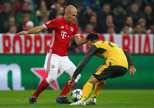 Arjen Robben làm náo loạn hàng thủ Arsenal trước khi ghi bàn phút 11