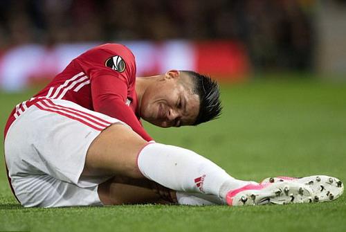 Hàng thủ Man United mất thêm trụng vệ Marcos Rojo