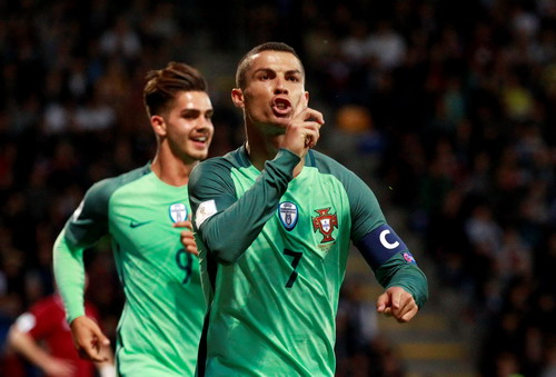 Pháp gục ngã phút bù giờ, Ronaldo giành 3 điểm cho Bồ Đào Nha - Ảnh 7.
