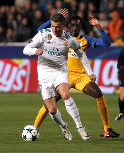 Ronaldo trút giận, Real Madrid đoạt vé vòng knock-out - Ảnh 3.