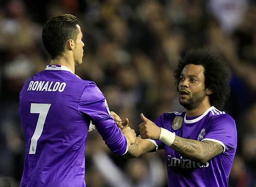 Ronaldo ghi bàn ở trận đấu 700 cho Real Madrid...