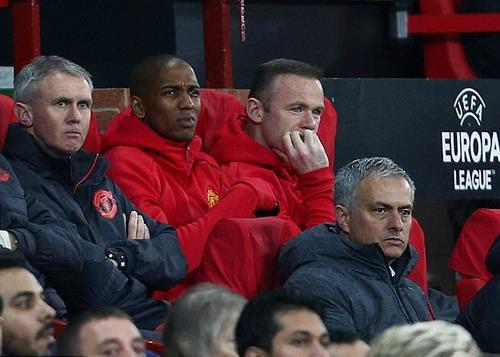 Wayne Rooney ngồi dự bị trận lượt về với Anderlecht