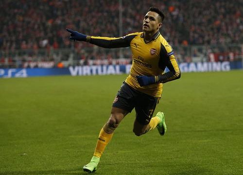Sanchez dứt điểm 3 lần mới đánh bại nổi thủ môn Neuer