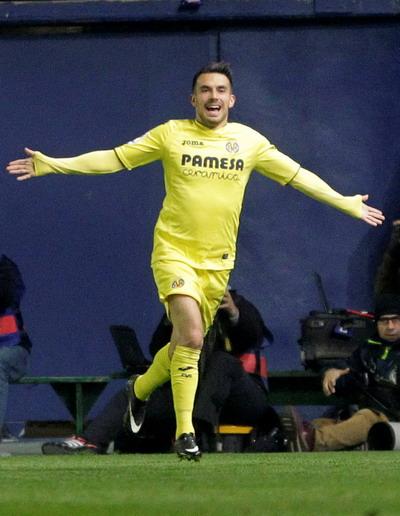 Nicola Sansone phá lưới Barcelona