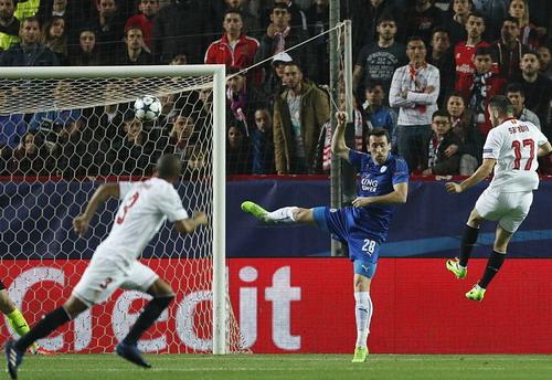 Pablo Sarabia mở tỉ số cho Sevilla