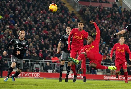 Daniele Sturridge dứt điểm trước khung thành Southampton
