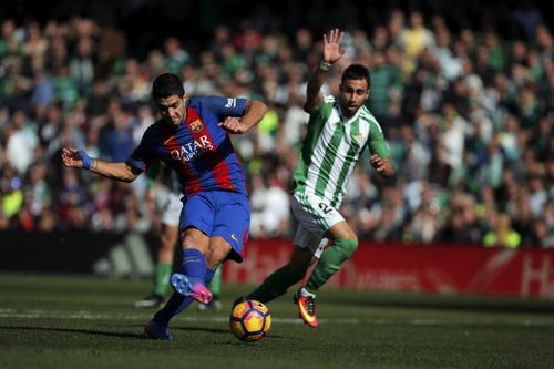 Luis Suarez ghi bàn gỡ hòa phút cuối cùng của trận đấu