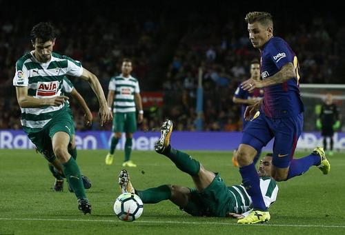 Siêu nhân Messi đánh poker, Barcelona thắng đậm ở Nou Camp - Ảnh 4.