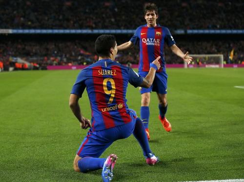 Suarez ghi bàn thắng thứ 107 trong màu áo Barcelona