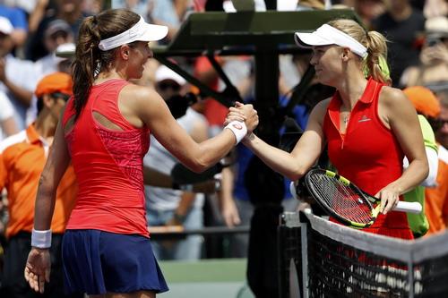 Chiến thắng thuyết phục của Johanna Konta (trái)