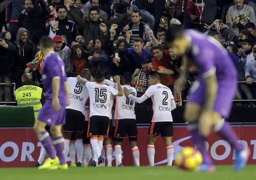 Real Madrid nếm mùi bại trận ở hang dơi Mestalla sáng 23-2