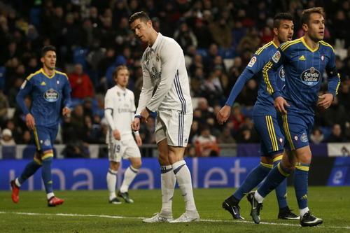 Hàng thủ Celta Vigo gây khó khăn cho Ronaldo và đồng đội