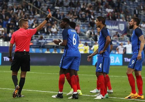 Hậu vệ ghi bàn, Pháp hạ nhục tuyển Anh ở Stade de France - Ảnh 3.
