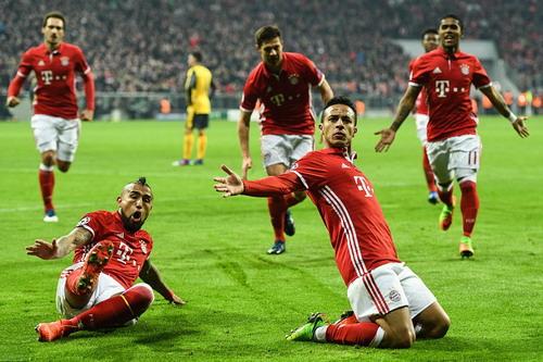 Thiago lập cú đúp, Arsenal đại bại ở Munich
