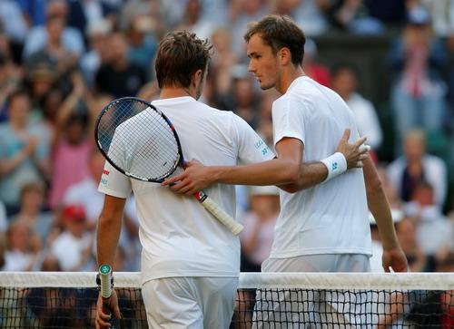 Stan Wawrinka thua bẽ mặt, Nadal thắng trận mở màn Wimbledon - Ảnh 4.