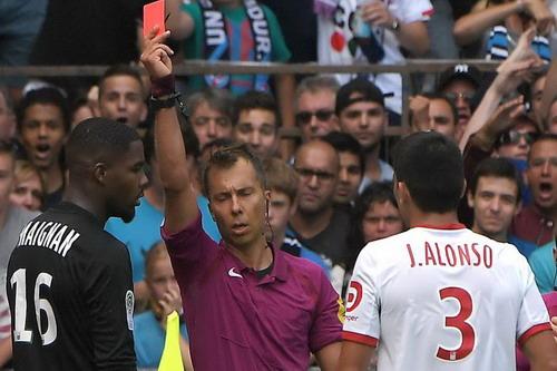 Dùng 3 thủ môn trong trận, Lille thủng lưới đủ ba bàn - Ảnh 2.