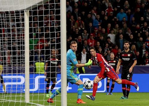 Fernando Torres nhấn chìm Leverkusen bằng bàn thắng ấn đĩnh tỉ số 4-2